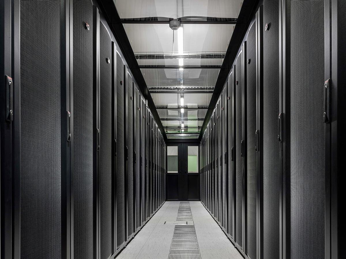 data-center-1-min-3